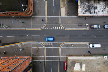Aerial view of a crossroad junction in a town in the UK Fotomurales