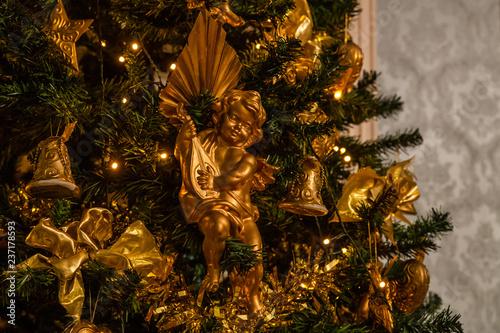 Schleifen Weihnachtsbaum.Engel Weihnachten Weihnachtsbaum Gold Schleifen Stock Photo And