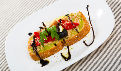 Sandwiches with guacamole, canned fish, pepper, feta