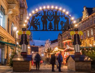 Lichterbogen auf dem Weihnachtsmarkt