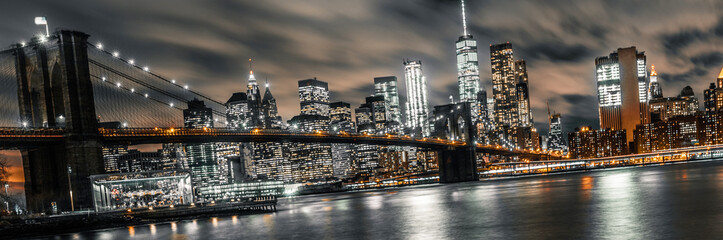 Photo sur Aluminium Brooklyn Bridge brooklyn bridge night long exposure with a view of lower manhattan