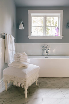 Luxury Bathroom with Tub