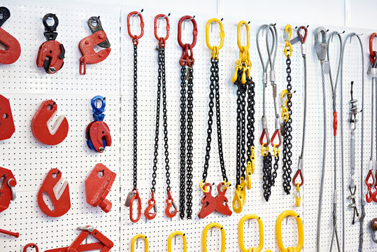 Lifting equipment and chains
