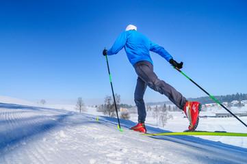 in perfekter Technik klassisch Langlaufen