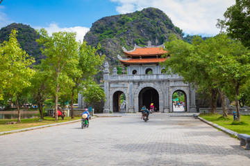 Temple of Dinh Tien Hoang at Hoa Lu Ninh Binh, first capital of Vietnam. Popular tourist destination in Ninh Binh Province. Fototapete