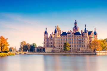 The beautiful, fairy-tale castle in Schwerin. Fototapete