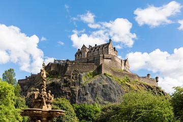 Great Britain, Scotland, Edinburgh, Castle Rock, Edinburgh Castle and Ross Fountain in Princes Street Gardens Park