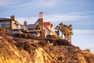 Sunset view of mansions built on top of cliffs on the Pacific Ocean coast, Malibu, Los Angeles county, California Wall mural