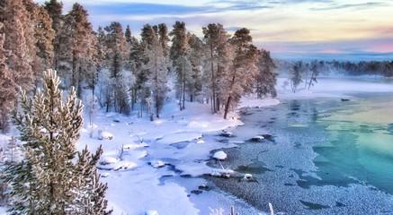 Fototapeten Skandinavien Splendides paysages colorés au nord de la Laponie finlandaise dans les environs de la ville d' Ivalo