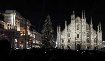 Accensione albero di natale duomo di milano 5 dicembre 2018