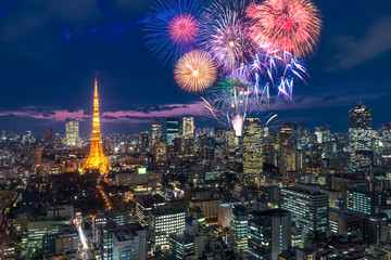 Photo sur Aluminium Tokyo Tokyo at night, Fireworks new year celebrating over tokyo cityscape at night in Japan