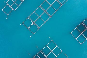 海で行われている養殖業の航空写真