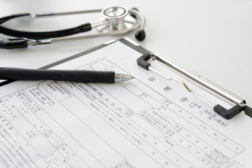 診断書とボールペン