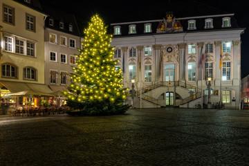 Weihnachtbaum vor dem Bonner Rathaus
