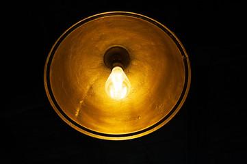 moderne lampe glühbirne in retro leuchte