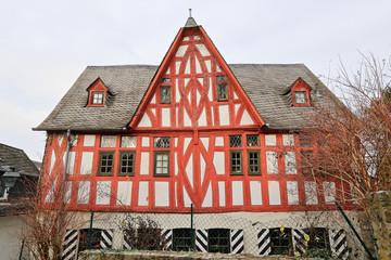 Fachwerkhaus mit roten Balken in Limburg an der Lahn