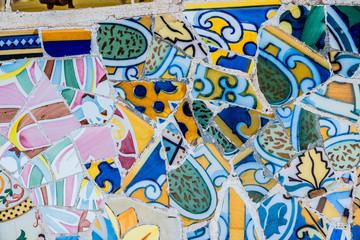 Deurstickers Graffiti Carrelage mosaïque au parc Güell Barcelone, arrière plan coloré