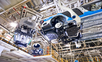 Cars on the car production line are in production on the conveyor belt