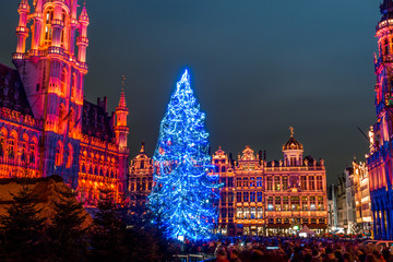Foto op Aluminium Brussel Grand Place in Brussels, belguim at night with christmas tree