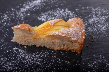 Stück eines bayerisches Apfelkuchen