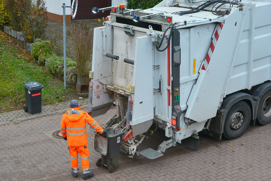 Öffentliche Müllabfuhr bei der Müllsammlung