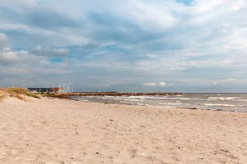 Yachthafen in Greena ( Dänemark) mit Blick auf Ostsee und Strand
