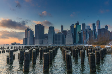 Fototapete - View of Manhattan at sunset from the side of the pier.