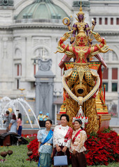 """Women in traditional clothes pose as they attend the """"Un Ai Rak Khlai Khwam Nao or Love and Warmth at Winter's End"""" festival in Bangkok"""