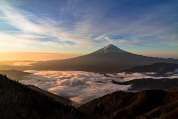 Fototapete - 赤く染まる雲海と富士山