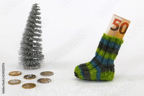 Geldgeschenk Zu Weihnachten Mit 50 Euro Schein Und Munzen
