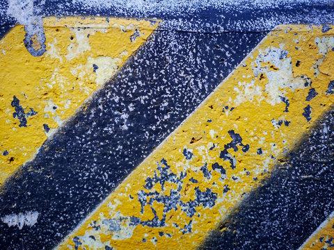 Yellow road lines and no way sign