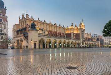 Obraz Cloth Hall on Main Market Square in Krakow, illuminated in the twilight - fototapety do salonu
