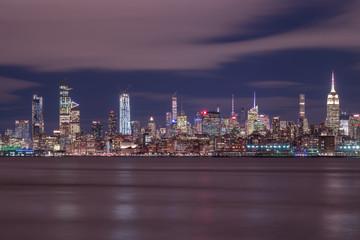 Foto auf Leinwand Stadtgebaude Night view on Midtown Manhattan with long exposure