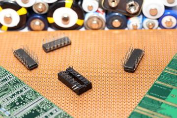Chips und Batterien