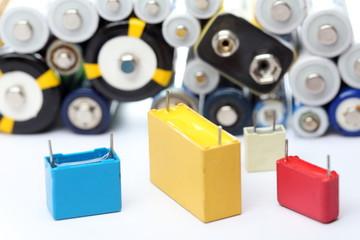 Elektronik Bauteile und Batterien