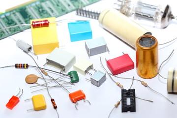 viele Bauteile, Elektronik-Schrott