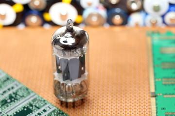 Röhre und Batterien