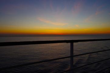 Sonnenaufgang/Untergang während Kreuzfahrt