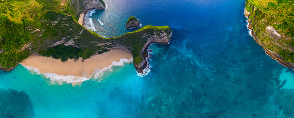 Fotorolgordijn Bali Aerial panorama of the Kelingking beach on the island of Nusa Penida, Bali, Indonesia