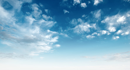 Photo sur cadre textile Ciel Clear blue sky and white clouds