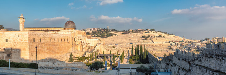 Panoramic view of Jerusalem Old City with Temple Mount and Al-Aqsa Mosque, Jerusalem, Israel.