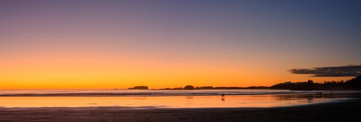 Die Cox Bay in der Nähe von Tofino während des Sonnenuntergangs