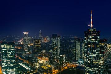 Blick über Frankfurt bei Nacht