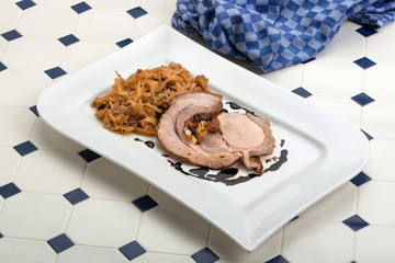 Schweinerollbraten mit Weißkohl