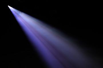 spot lumière spectacle concert faisceau lumineux bleu led scène éclairage éclairer artiste musique Fototapete