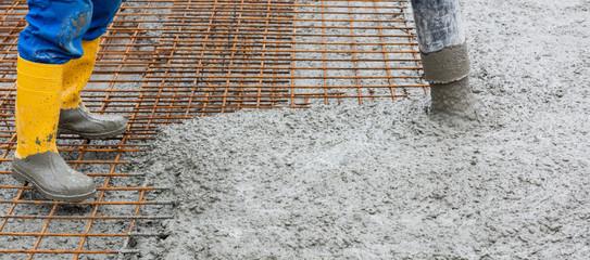 Betonieren einer Decke im Rohbau
