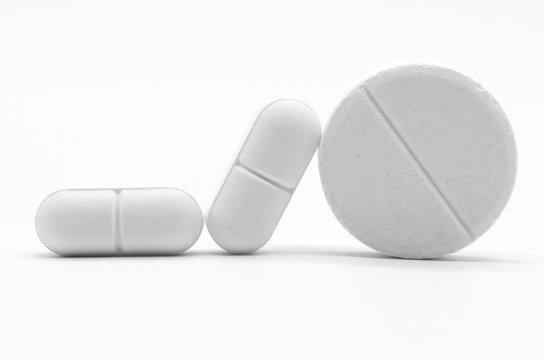 Pillole e compresse medicinali in primo piano