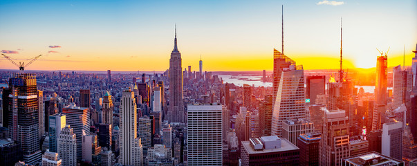 New York City / Manhattan skyline panorama with urban skyscrapers at sunset, USA. Wall mural