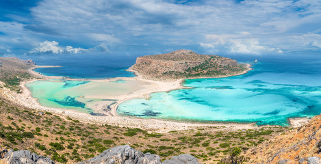 Wall Mural - View of the beautiful beach in Balos Lagoon, and Gramvousa island on Crete, Greece.