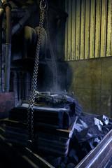 Guss Form für Metall Guss wird durch Rütteln entpackt
